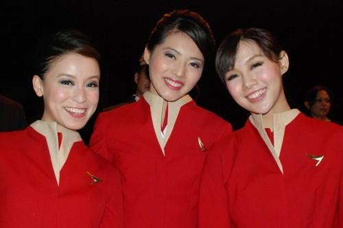 Cathay-Pacific-air-hostess_flyorder.ru