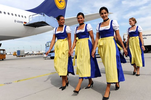 Lufthansa-stewardess-in-costume_flyorder.ru