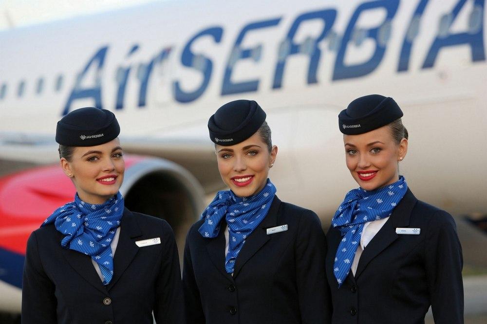 По версии известного женского французского журнала Marie France в списке самых красивых форм ботр-проводников мировых компаний на втором месте оказалась униформа сербского национального авиаперевозчика Air Serbia. Стюардессы сербской авиакомпании носят строгие синие костюмы с соответствующими головными уборами и корпоративными платками, что придаёт им лёгкий ретро-вид, подчёркиваемый красной губной помадой.