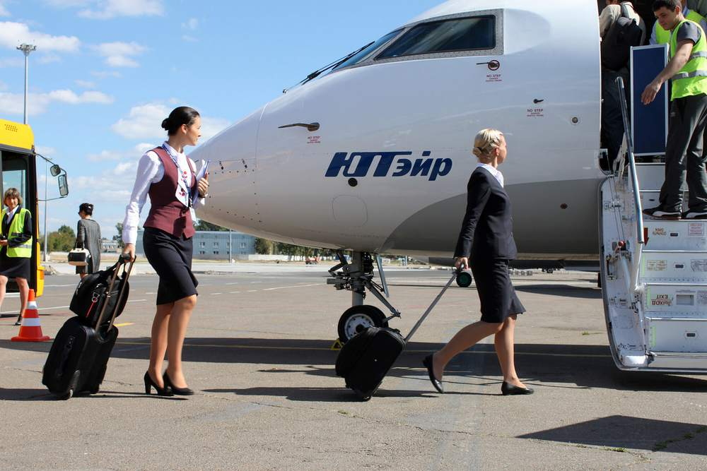 """Авиакомпания """"ЮТэйр"""" является ядром группы """"ЮТэйр"""", которая включает в себя компании, осуществляющие эксплуатацию воздушных судов (самолётов и вертолётов), а также компании по ремонту и техническому обслуживанию ВС, подготовке персонала, сервисному обеспечению рейсов и продаже авиаперевозок. В 2015 году воздушные суда группы """"ЮТэйр"""" перевезли 8 795 382 пассажира."""